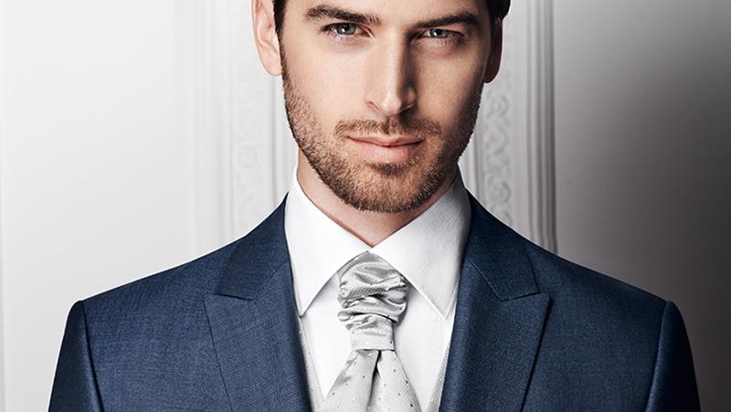 Blau, weißer Anzug